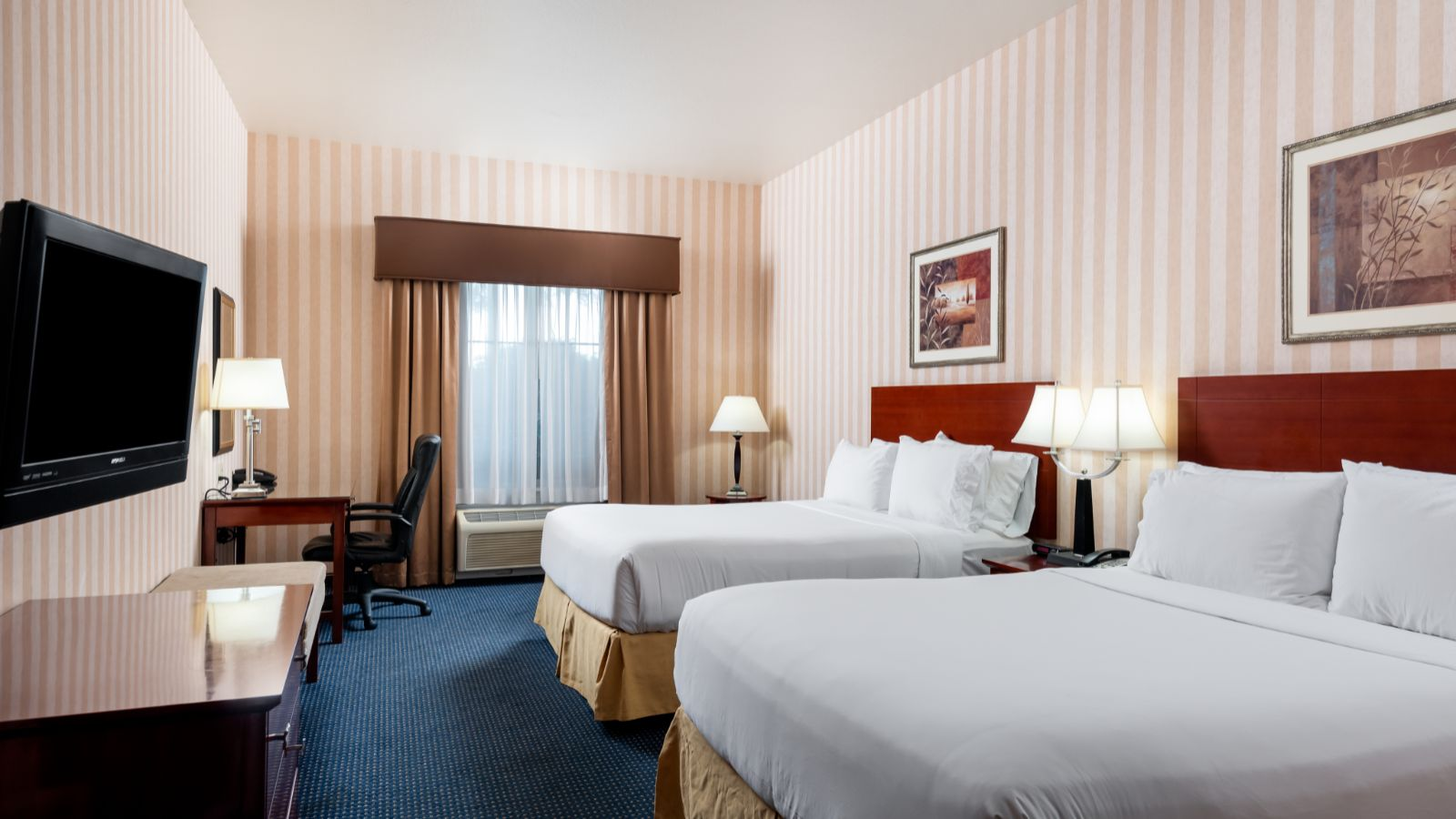 Lathrop Holiday Inn Express rooms and suites
