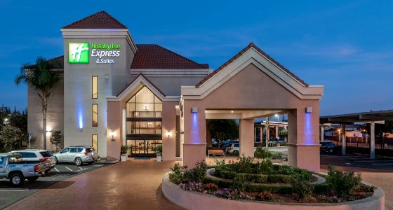 Lathrop CA Holiday Inn Express, exterior