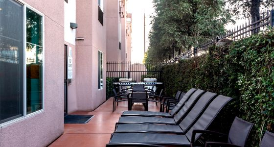 Lathrop CA hotel patio & guest BBQ